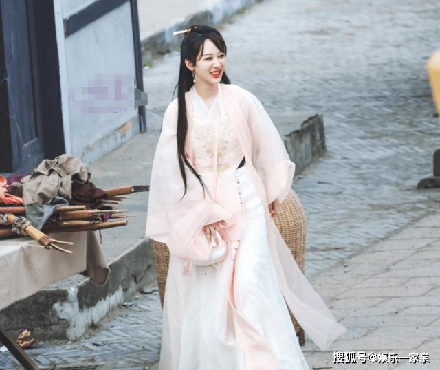 张若昀李沁录制《萌探》,再现荧幕cp,女方古装美如天仙图片