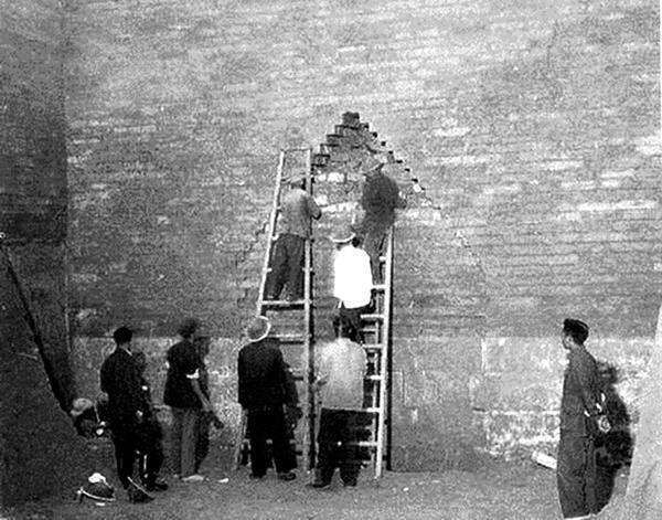 定陵老照片:挖掘的文物遭到灭顶之灾,下令十年内不主动挖帝王陵