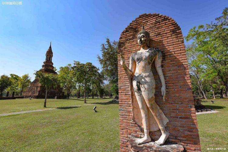 """泰国文化摇篮素可泰,圣池中央的最美佛寺,有尊""""行走佛""""极罕见"""