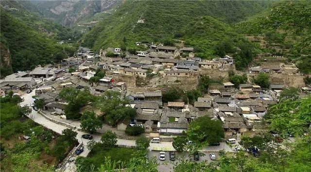 中国人口最多的姓氏_中国人最多的村子,20万村民都是一个姓,光是学校就有十几