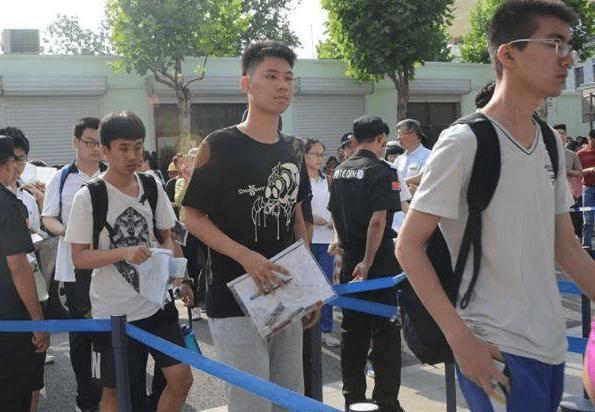 高考迎来好消息,辽宁考生今年高考录取率或将升高,家长很高兴