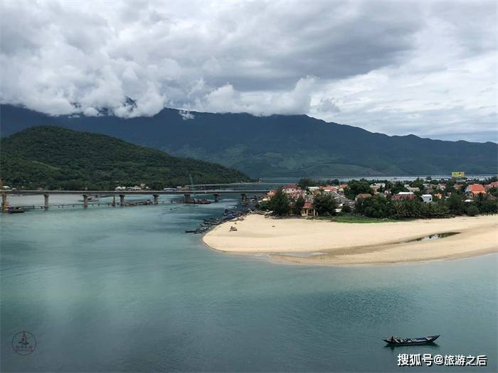 四季如春的靈姑灣,不僅有藍天碧海,還能享受悠閒和寧靜