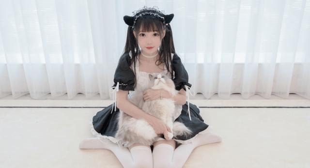 图片[5]-嘟嘴、挤眼、剪齐刘海,如何评价被戏称老阿姨的宅舞女神咬人猫-妖次元