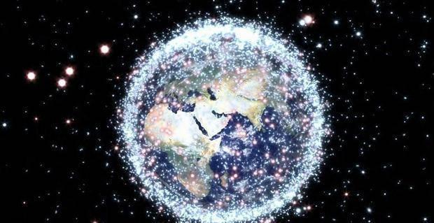 为什么太空垃圾不会被地球吸引下来,或者互相聚集在一起呢?