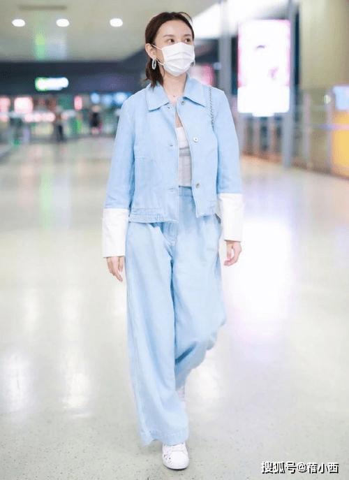 金晨复古风的蓝色+白色怎么穿更时髦?看完你就知道了插图17