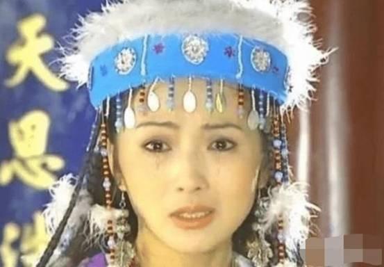 本以为刘丹的香妃够美了,看见杨紫的定妆照,才明白啥叫美出天际