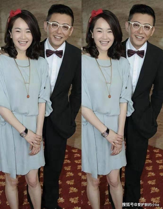 原创             左小青气质真高贵,一把年纪也有妙曼身姿,穿丝绒裙也太吸引人了