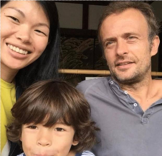 原创             有种混血叫吕燕的儿子,遗传妈妈的塌鼻子小眼睛,可帅得很高级