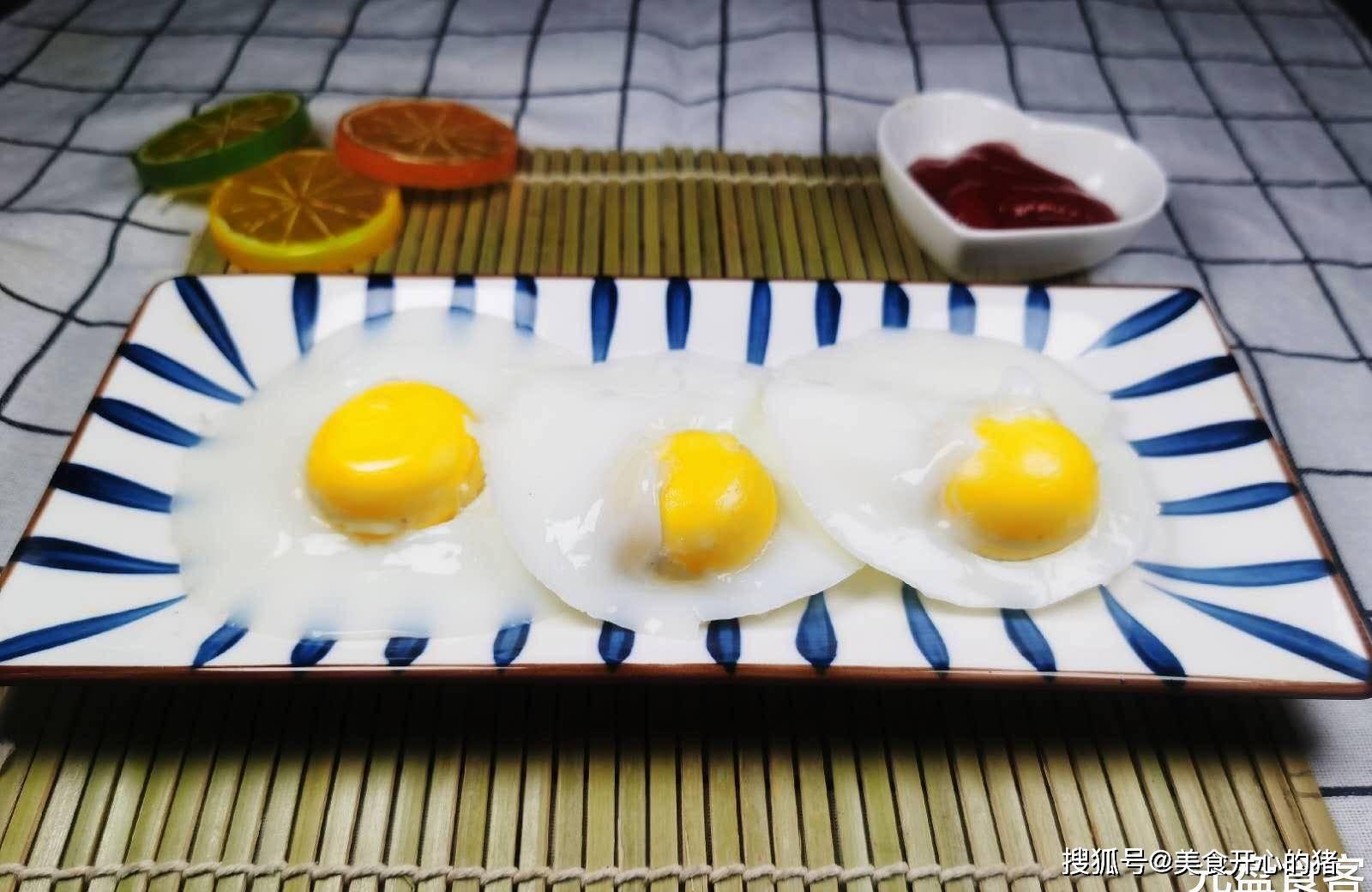 做荷包蛋,別隻會水開下鍋煮?教你一招,雞蛋圓嫩完整,特實用