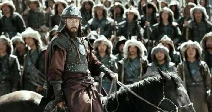 此皇帝能征善戰,一路打到歐洲,歐洲人都很怕他,卻不是成吉思汗