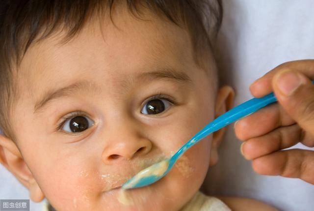 干货 夏天出汗多 也别给宝宝喝太多水!0-3岁宝宝每天喝水量标准-家庭网