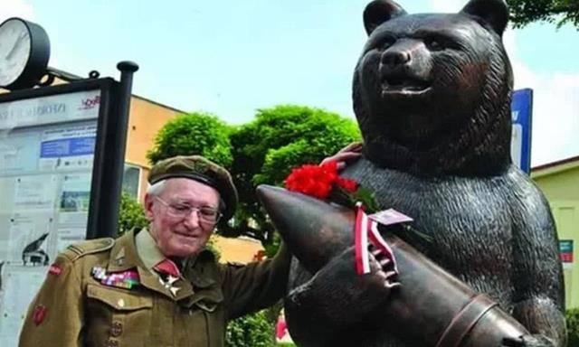 全球唯一拥有军衔的熊,二战时期充当后勤兵,能扛炮弹还能杀敌