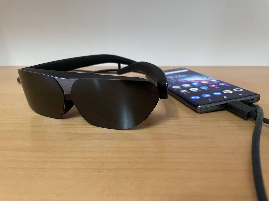 TCL 的镜面电视眼镜将额外的显示器插入脸上