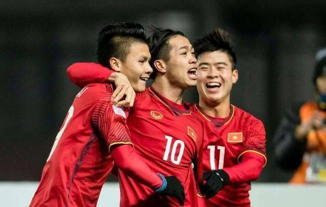 国足对手5日率先吹响备战集结号 越南主帅归来需隔离