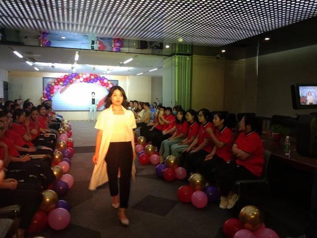 耀梦想_炫青春_河北文博教育集团举办模特大赛
