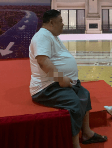 57岁的林韩雪带着十月般大的肚子出现了!我接触了表演 吃了腐烂的葡萄干