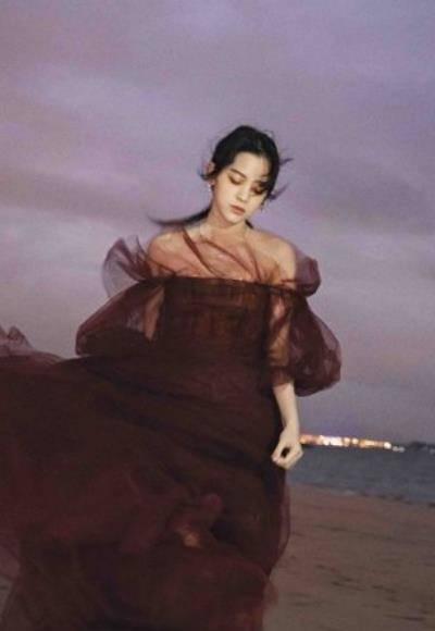 同样是港风写真,当欧阳娜娜遇到傅菁,颜值差距很明显了!