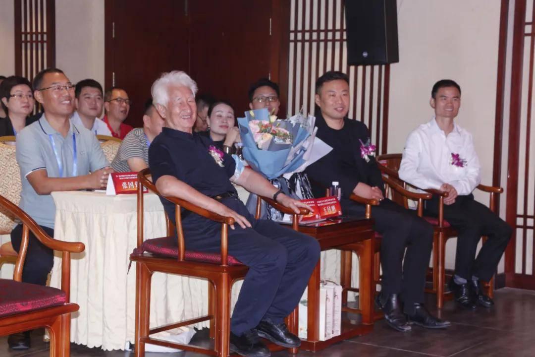 第一届中国陈年白酒鉴定师培训班暨中国陈年白酒发展高峰论坛圆满成功