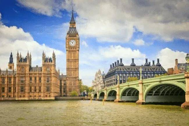 英国这4所大学给延期入学学生提供补贴!