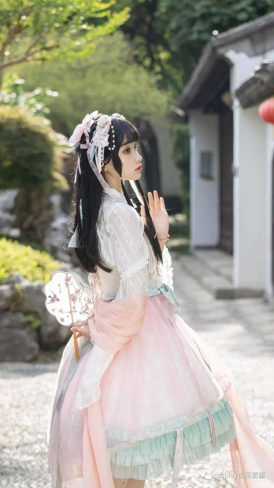 Lolita:娉娉袅袅十三余,豆蔻梢头二月初