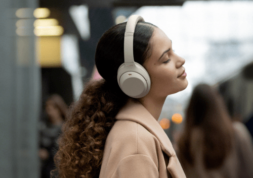 索尼降噪耳机WH-1000XM4佩戴舒适,畅听无损音乐