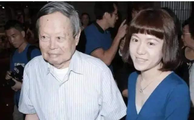 """""""杨翁恋""""恩爱17年,如今杨振宁即将迎来百岁寿辰"""