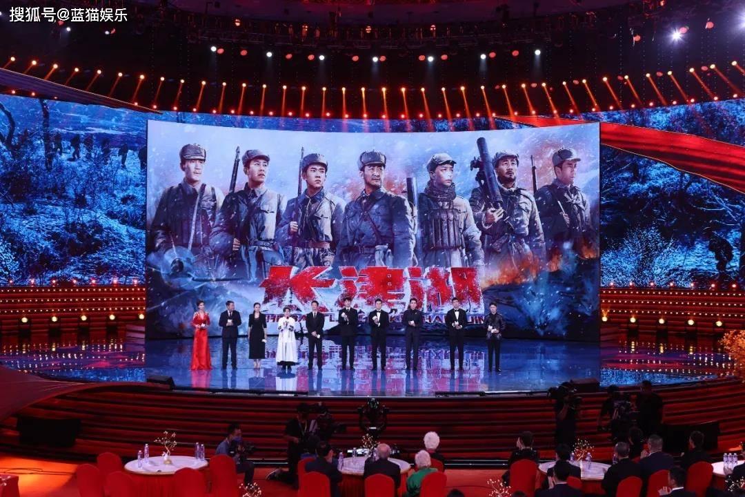 """北影节红毯:55岁巩俐仍是女王范,54岁徐帆被""""挤出""""C位,baby火红抢镜"""
