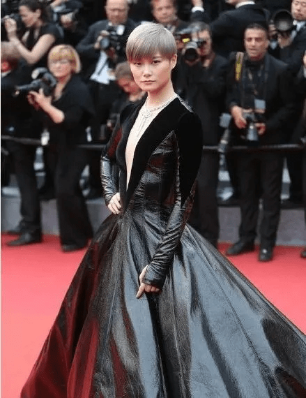 图片[20]-国内女星走欧洲三大红毯,铆足劲好精彩,有人土到国外,有人争光-妖次元