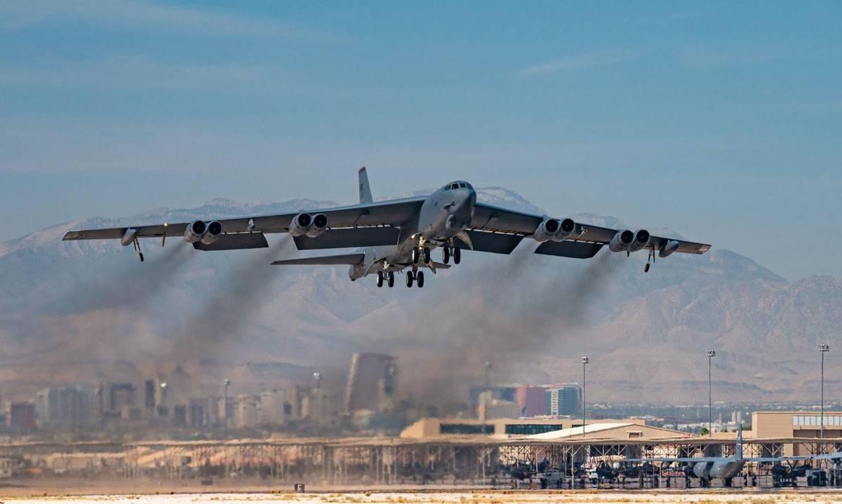 "B-21还在概念阶段,美国空军必须仰仗B-52,将为这""老兵""更换发动机"