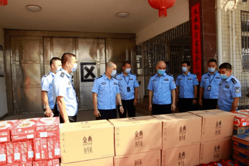 副县长、公安局党委书记、局长刘亮看望慰问监所执勤民警、辅警