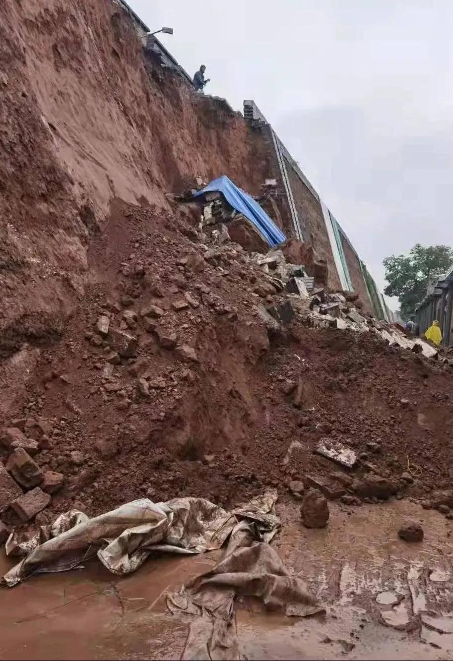 平遥古城积水严重墙体坍塌!