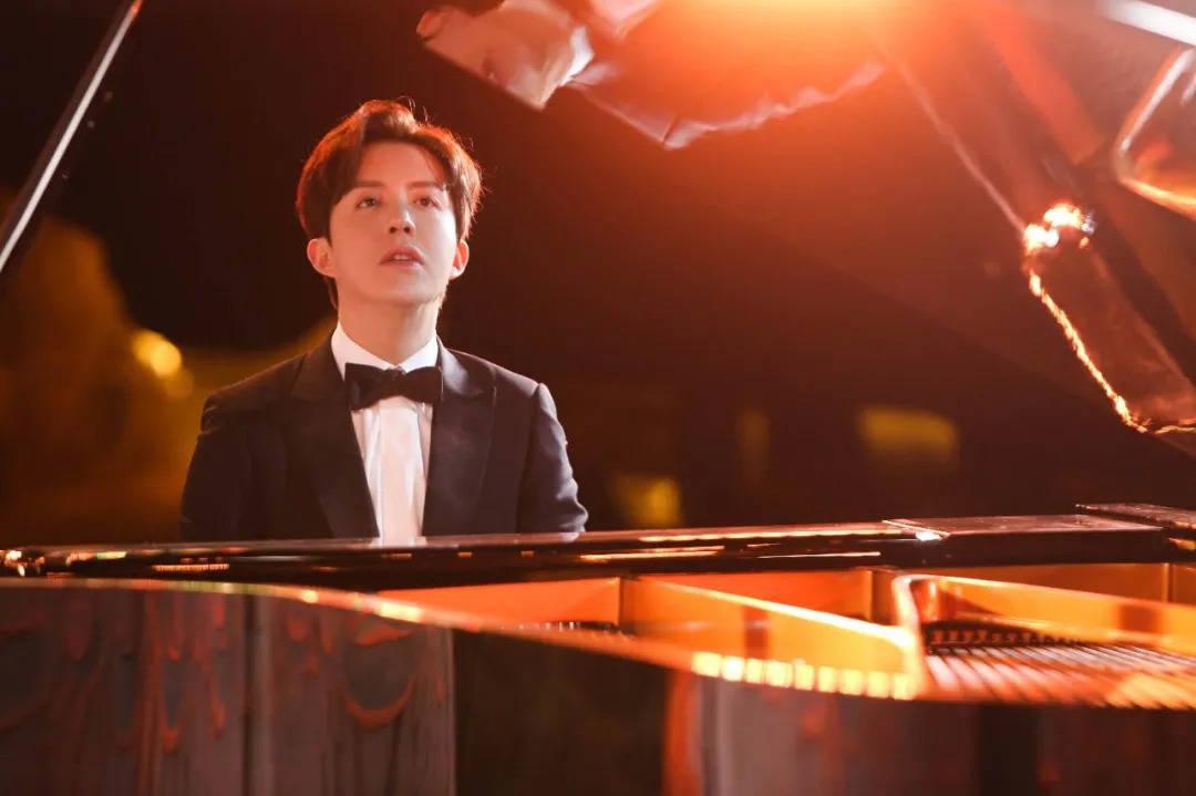 """热衷炒CP、上综艺的钢琴家李云迪,在深秋送给自己一首""""凉凉"""""""