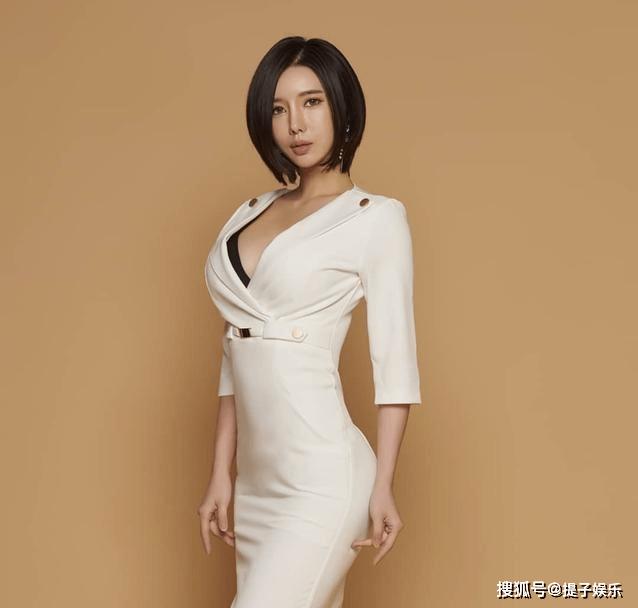 韩国美女车模,模样甜美身材火辣,百看不厌(图6)
