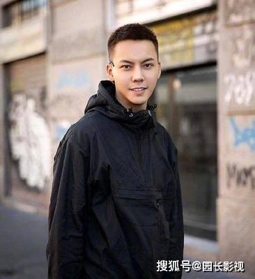 《陈情令》主演王一博换发型了?你觉得王一博理小平头帅吗?