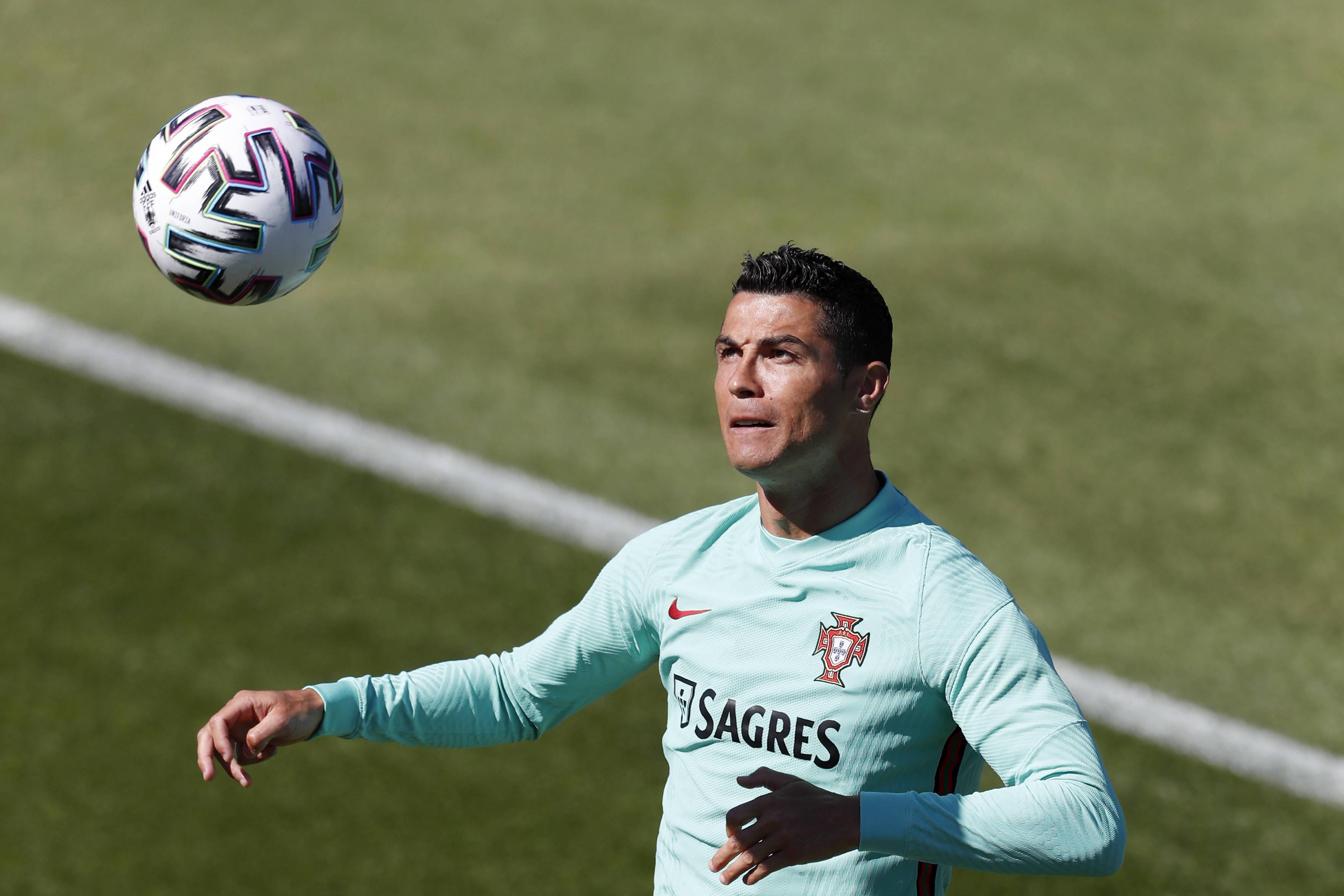 葡萄牙公布欧洲杯号码:C罗7号B席10号 9号归属A席_KU游官网