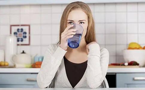 夏季使用净水器哪种好?并不是所有净水机都能直饮 看看你被坑了吗