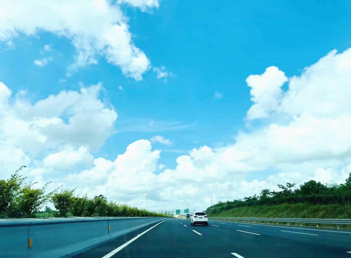广东江门实施乡道扩建工程,路线全长3425米,双向四车道二级公路