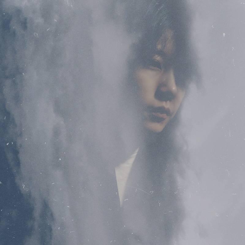 李霄云全创作专辑《浪漫 病》上线 视听会玩转氛围艺术