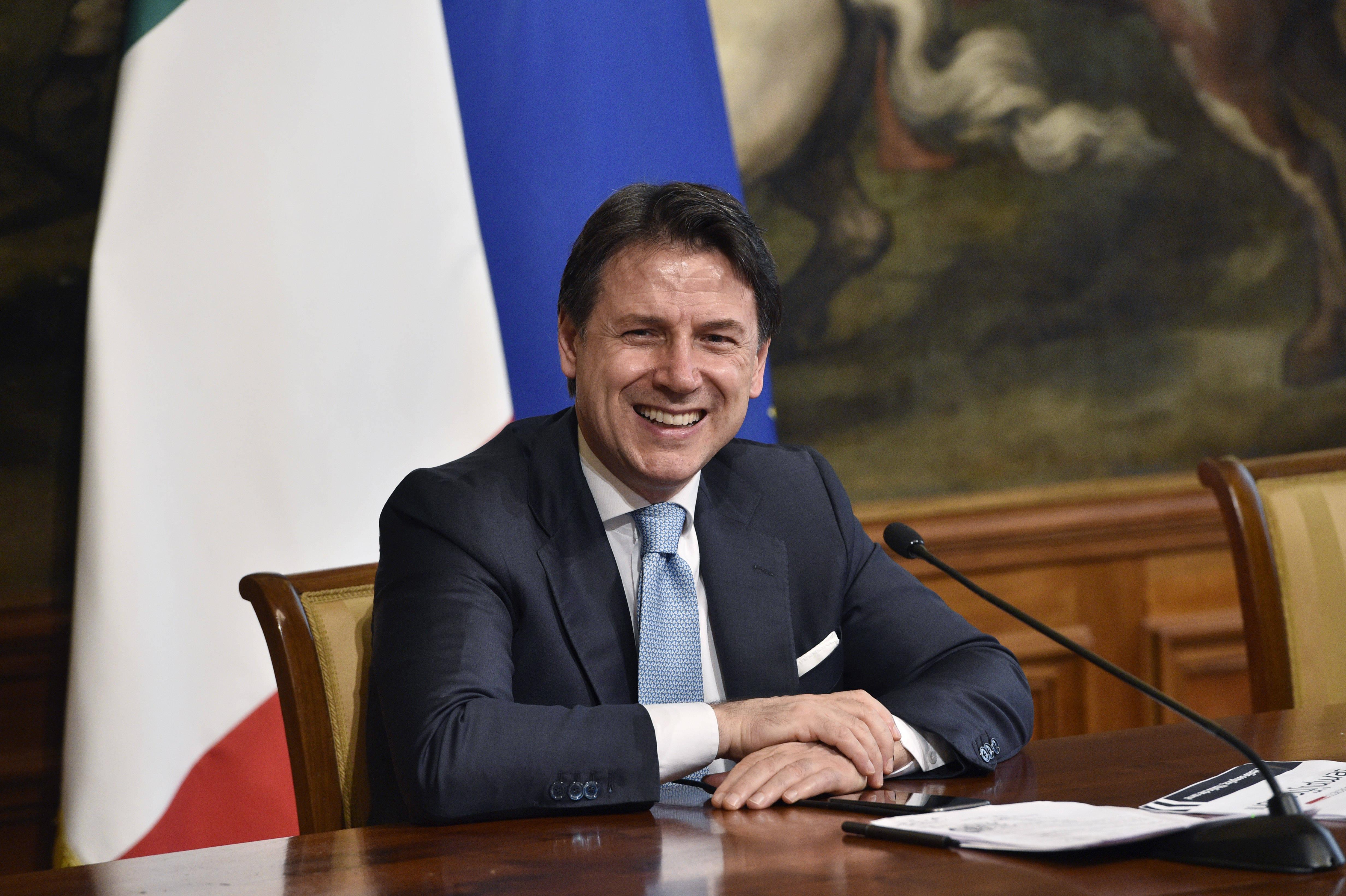 意大利总理孔特出席新闻发布会_意大利新闻_意大利中文网