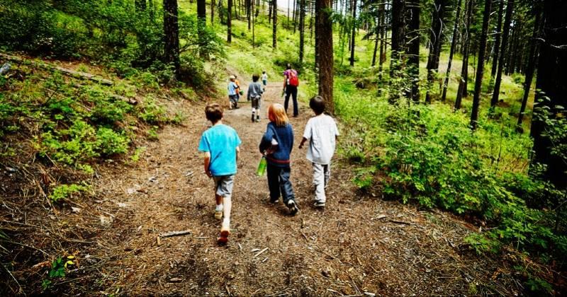 长沙烟花美国夏令营数百名儿童感染新冠病毒,一间宿舍能挤26人