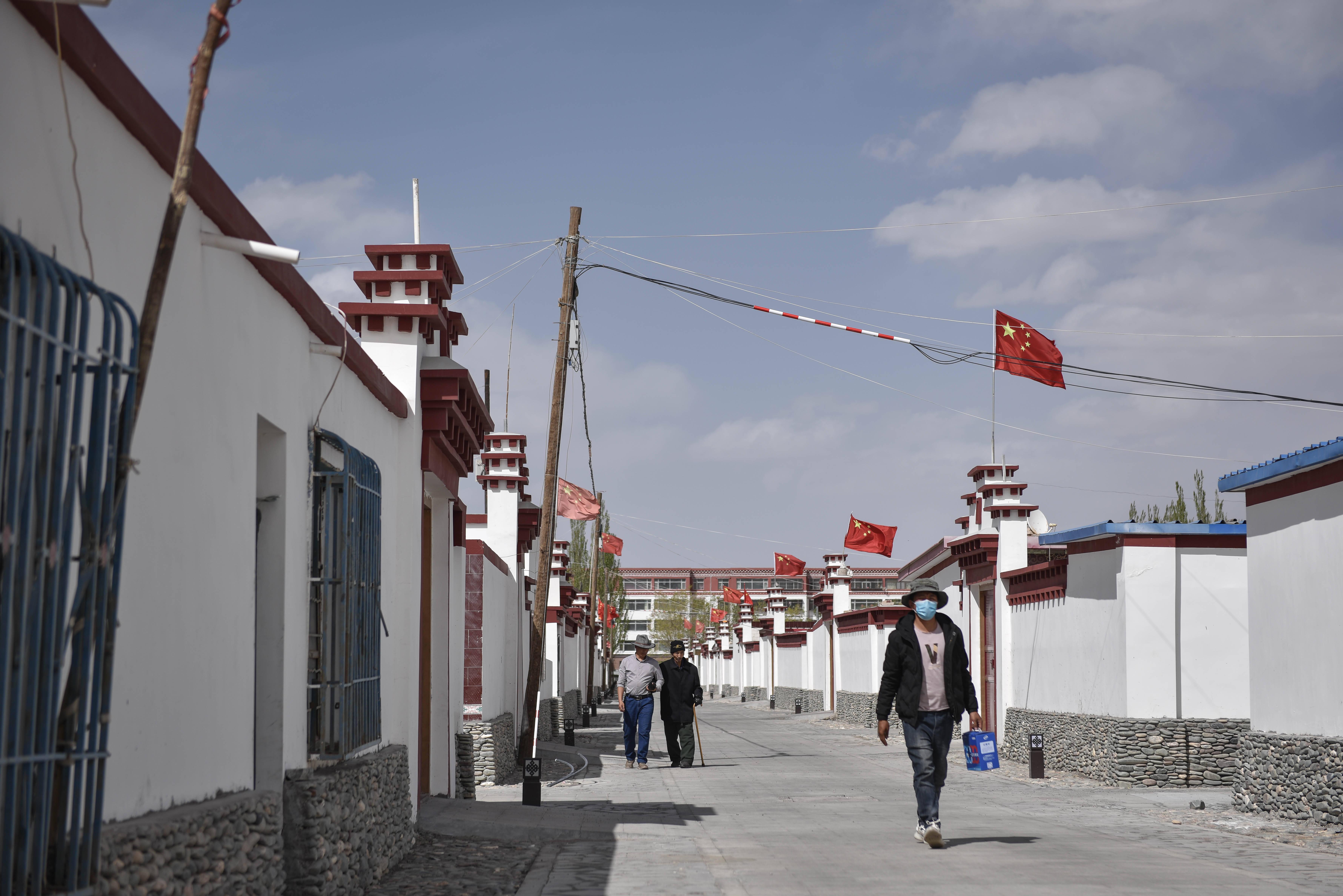 长江源村人的两个家和幸福梦――青海格尔木市长江源村脱贫调查