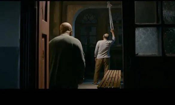 """当老人被绑在床上""""度死日"""""""