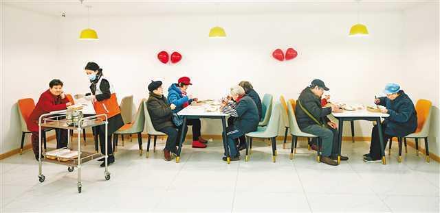 定点膳食配送到户 解决高龄、孤寡、空巢老年人就餐难题