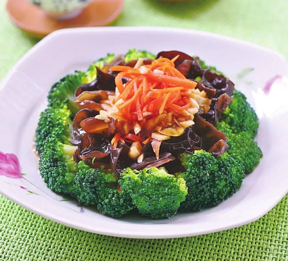 冬天吃凉拌菜,这道木耳拌菜是首选,去火润肺,清爽又开胃