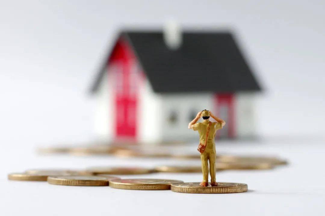 """一二线城市的房价把我""""撵回家"""",没被现实打败,却向房价低头"""