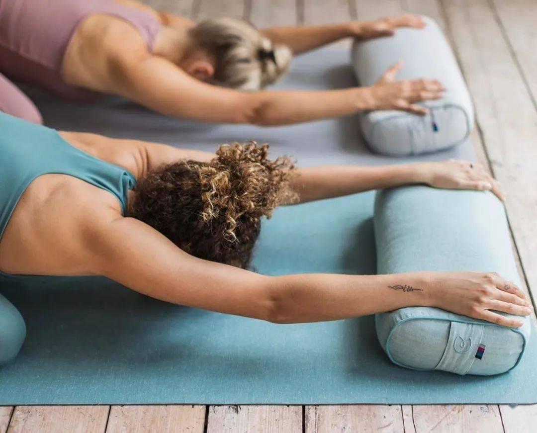 身心疲惫?这套修复瑜伽序列值得你试试!