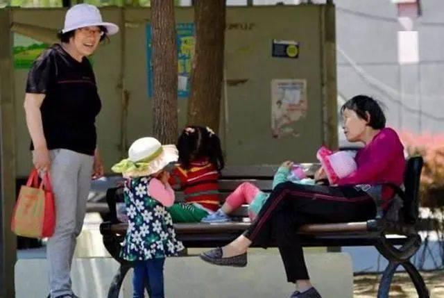 家庭教育丨中国式姥姥:在带娃的路上,总是冲在最前面