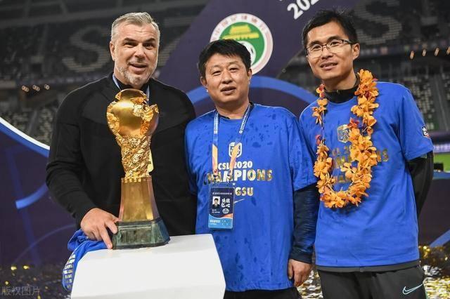 奥拉罗尤辟谣离队传闻,未来回归苏宁时间敲定,下赛季将继续执教