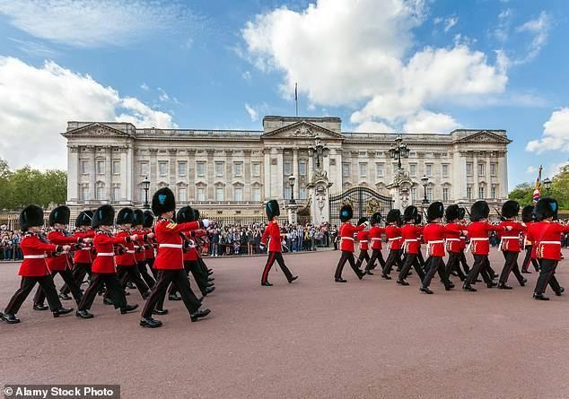 英女王精锐作战和礼仪冷流卫队两名士兵被捕,涉嫌盗窃弹药