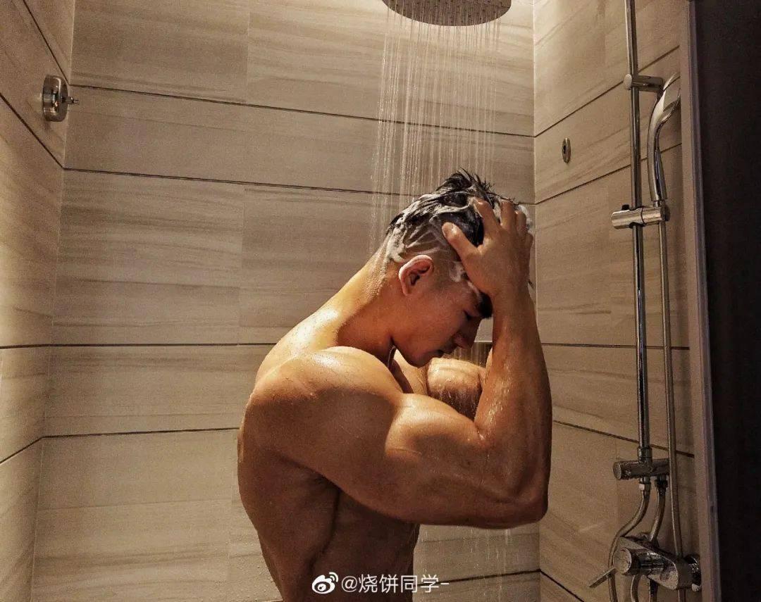 斗牛牛游戏在线:92年健身博主浴室照走红,这肉体谁能抵挡得了……